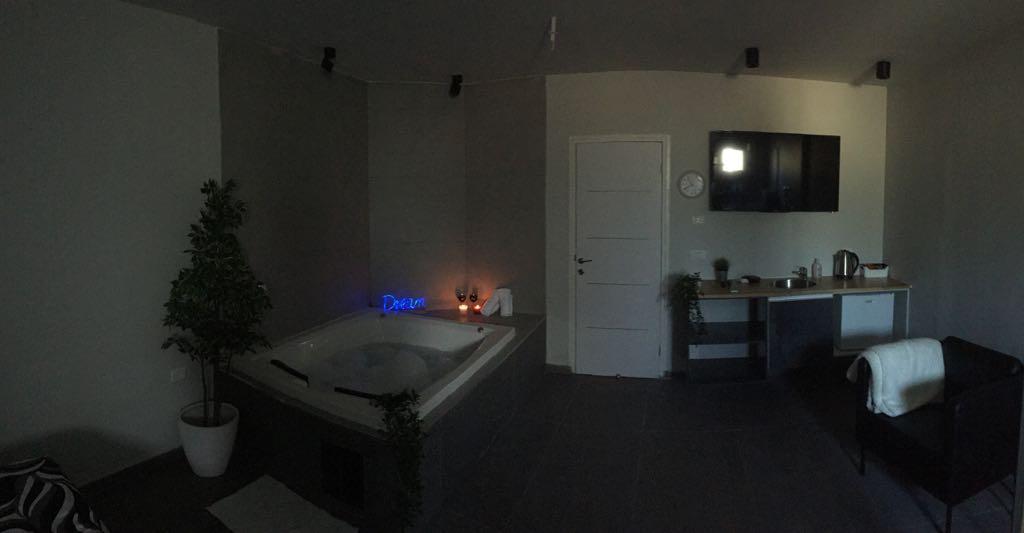 באבלס סוויט VIP | חדרים לפי שעה בקריית אתא | Rooms24